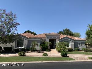 Gilbert Homes with a Separate Guest House | Amy Jones Group