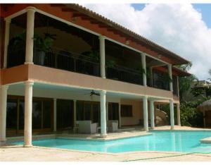 8  Las Lomas  Dominican Republic 00000 House for sale