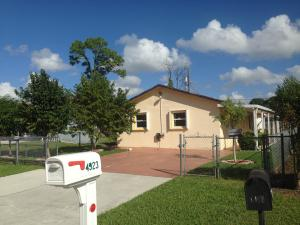 4923  Dillion  Street Lake Worth FL 33463 House for sale